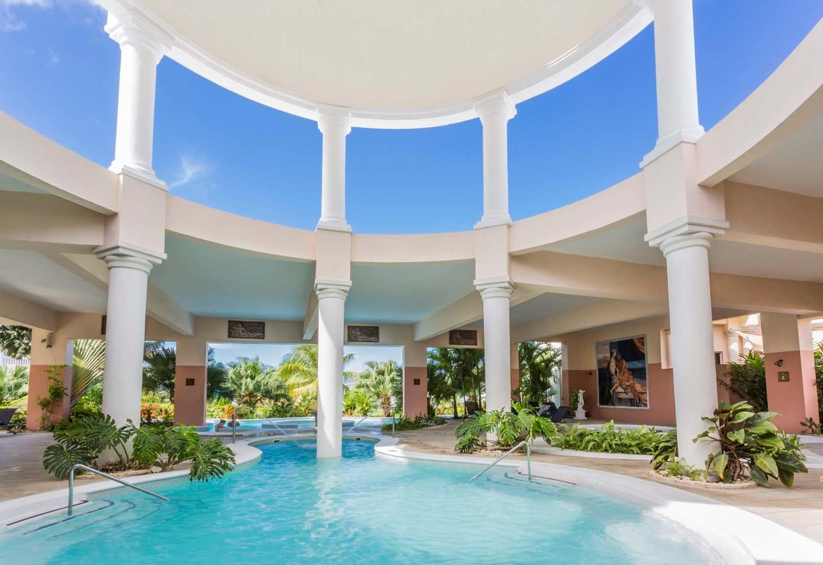 Grand Palladium Lady Hamilton Resort & Spa - All Inclusive