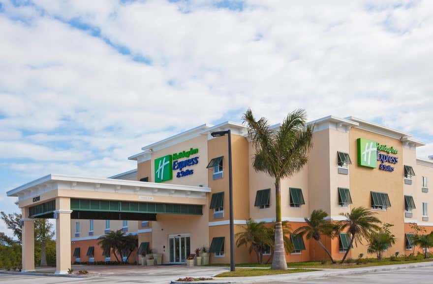 Holiday Inn Express Hotel & Suites Marathon