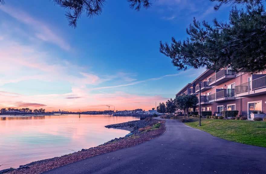 Executive Inn & Suites Embarcadero Cove - Oakland Waterfront