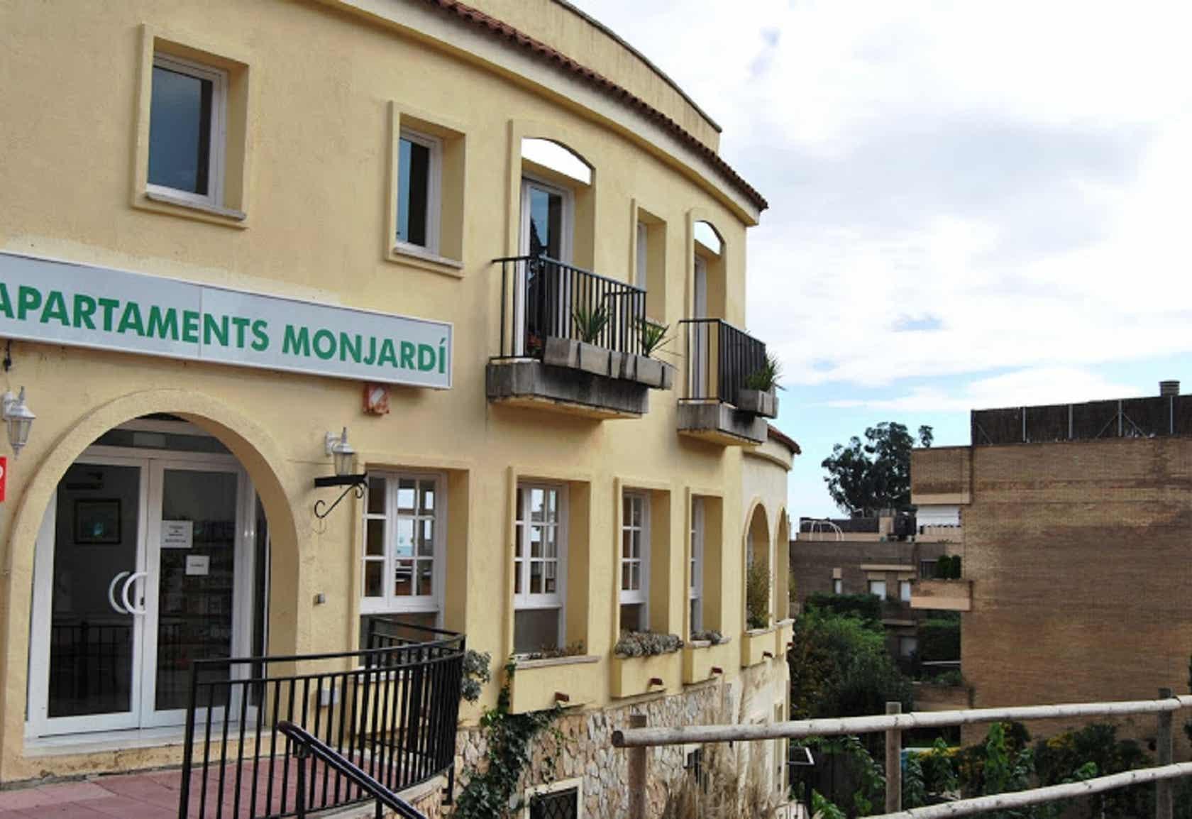 Apartaments AR Monjardí