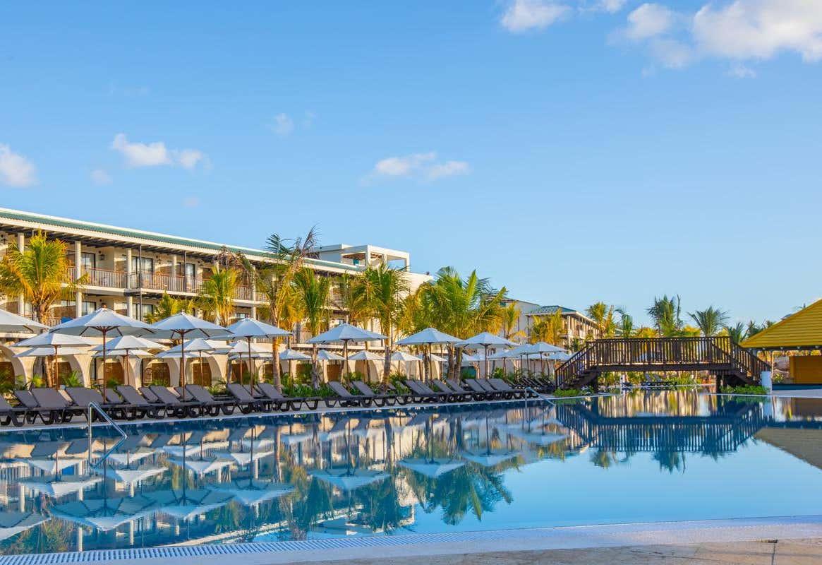 Ocean El Faro El Beso Resort