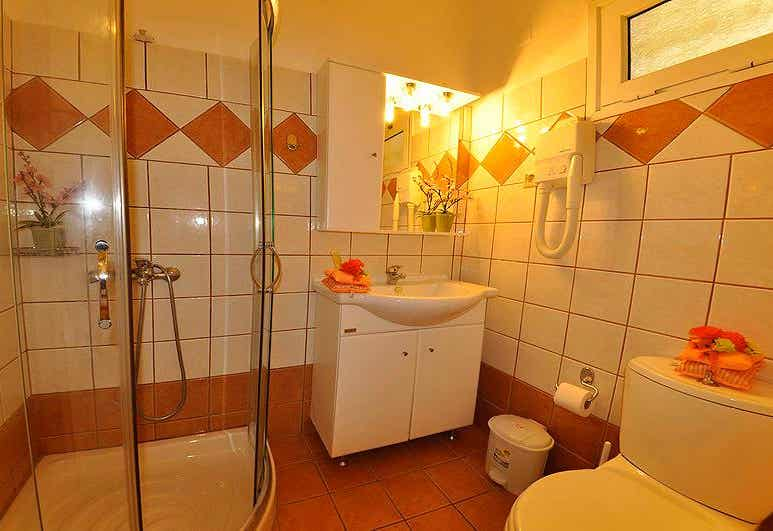 Mazis Apartments