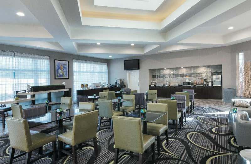 La Quinta Inn & Suites by Wyndham Orlando Airport North