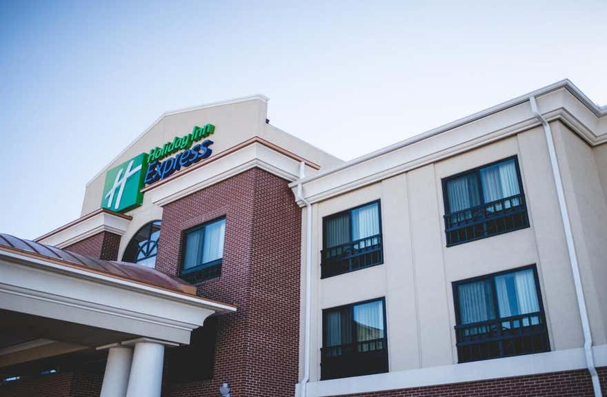 Holiday Inn Express & Suites Morton - Peoria Area