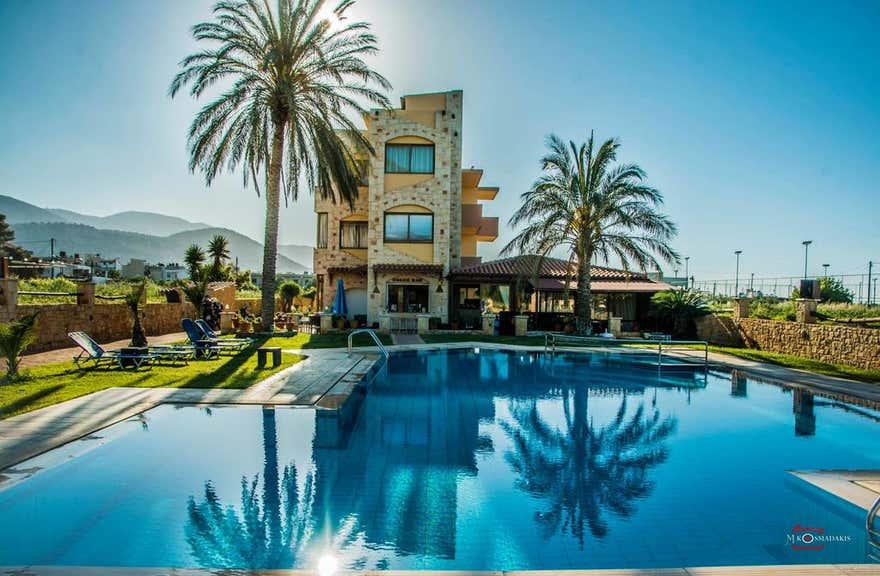 Danelis Apartments