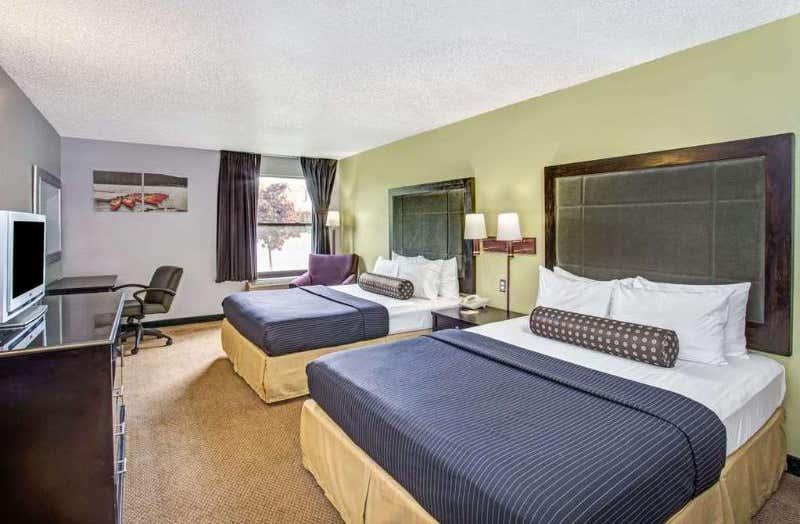 Days Inn by Wyndham Great Lakes - N. Chicago