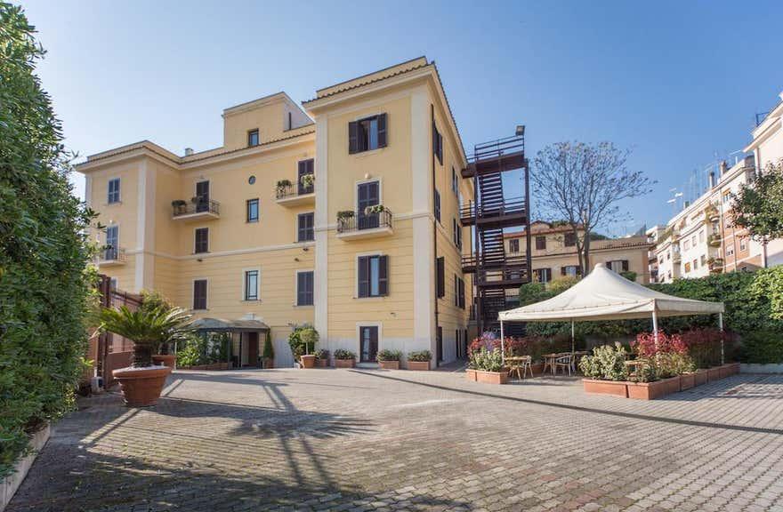 Romoli Hotel in Rome, Italy | Holidays from £167 pp ...