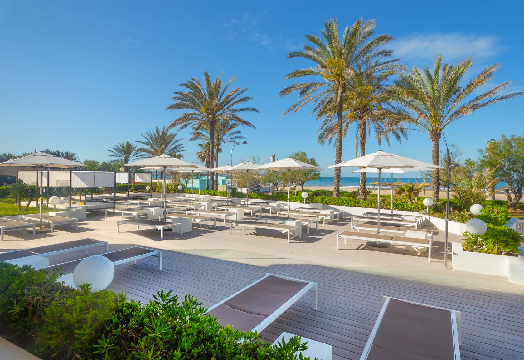 HM Tropical Hotel