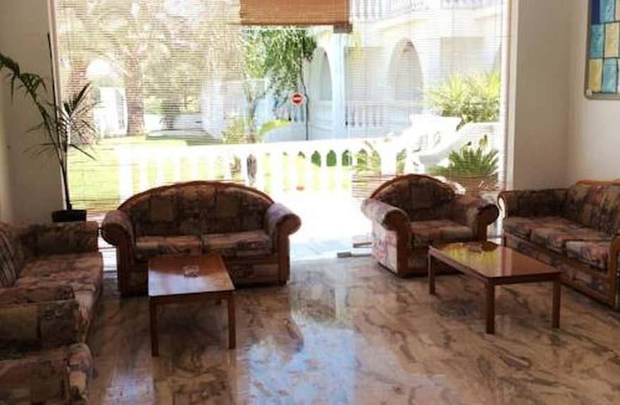 Mariana Hotel and Studios