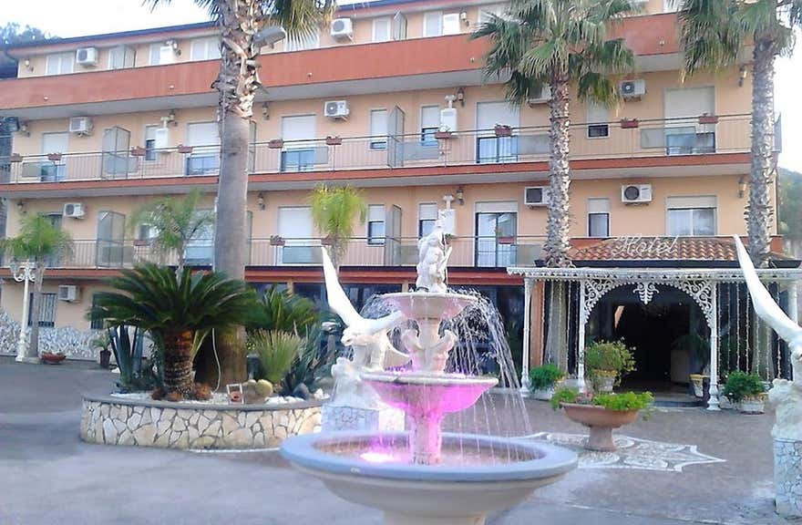 Hotel Happy Days