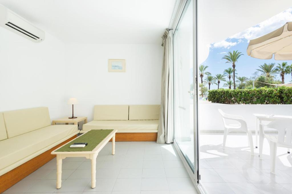 Morito Beach Apartments in Majorca, Cala Millor | loveholidays